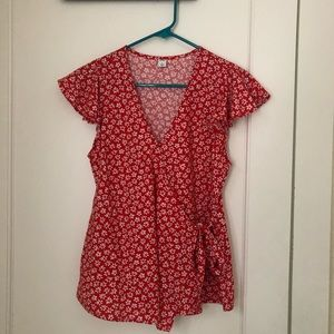 Old navy wrap daisy print top in S